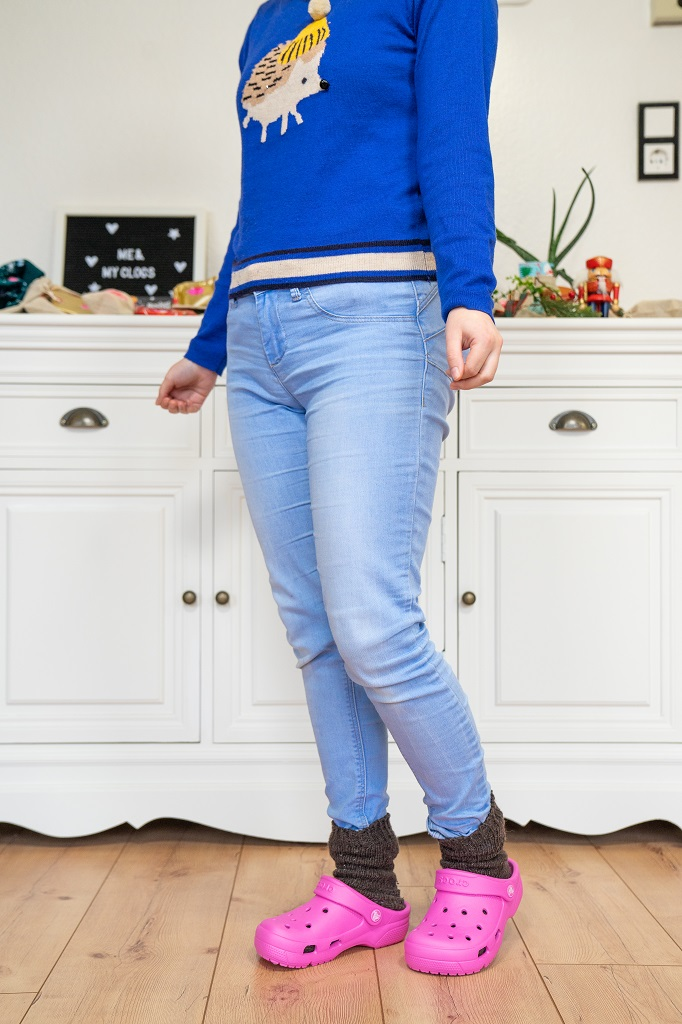 Crocs Gummiclogs Casual Outfit Winter Pullover Jeans