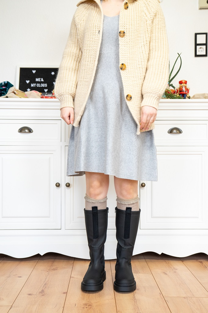 Zara Chunky Gummistiefel Boots Outfit Strickkleid Strickjacke Winter