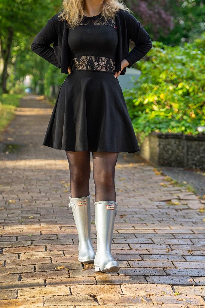 Gummistiefel im Herbst 2021 Outfit silberne Glitzer Hunter Gummistiefel